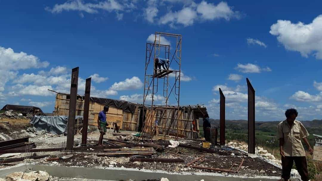 Steel pole starts upright attached at Mbinudita