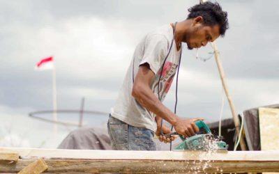 #BangunMbinudita | Beberapa penduduk membantu untuk membangun mbinudita